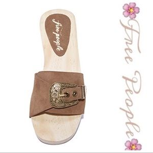 💕SALE💕NWOT Free People Taupe Wooden Clogs